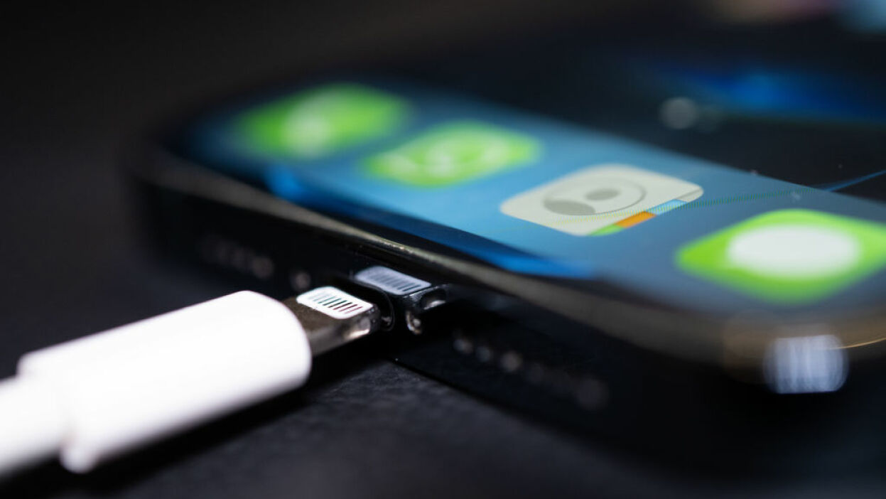 Az EU azt szeretné, hogy minden telefongyártó ugyanazzal a töltőporttal rendelkezzen, beleértve az Apple-t is.